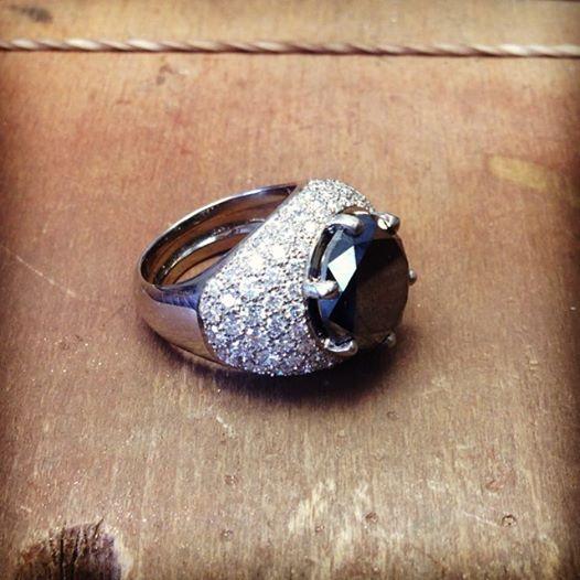 Chevalière diamant noir